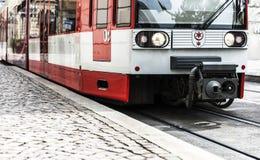 röd spårvagn Arkivfoto