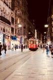 Röd spårvagn av 100 gamla år istanbul arkivfoto