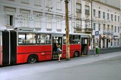 Röd spårvagn, Bucharest, Ungern Royaltyfri Fotografi