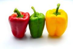 Röd spansk peppar för gräsplangulingfärg som isoleras på vit bakgrund arkivbild