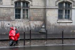 Röd sparkcykel Royaltyfri Foto