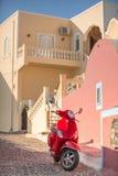 röd sparkcykel Royaltyfri Bild