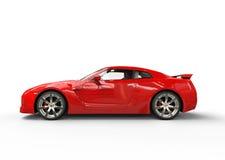 Röd sportbil på vit bakgrund - sidosikt Arkivfoto