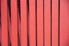 Röd ståldörr på kinesisk tempelbakgrund Arkivfoton
