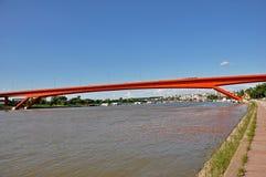 Röd stadsbro arkivbilder