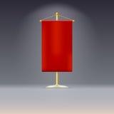 Röd standert eller flagga på gul grund med Arkivbild