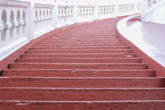 Röd stege till skyen Royaltyfria Foton
