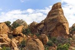 Röd stenbro och fönster i Canyonlands, Utah Fotografering för Bildbyråer