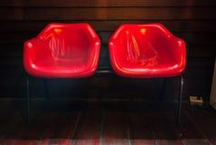 Röd stol för dubbla platser Royaltyfri Bild