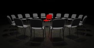 Röd stol i mitten av uppmärksamhet Arkivbilder