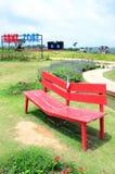 Röd stol i trädgården Royaltyfri Foto