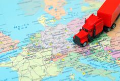 Röd stor lastlastbil Royaltyfri Foto