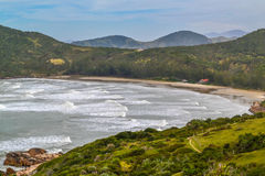 Röd strand (Praia Vermelha), Imbituba, Brasilien Arkivbild