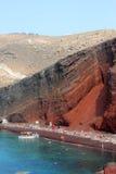Röd strand Santorini Arkivbilder