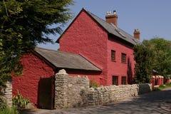 Röd stuga i Glamorgan, UK Royaltyfria Foton
