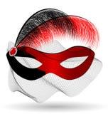 röd-svart karnevalhalva-maskering och fjädrar Royaltyfri Foto