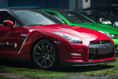 Röd-svart Nissan GT-R trimma Arkivfoto