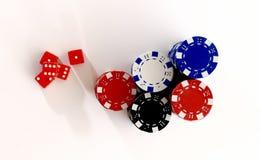 Röd tärning och kasinochiper från över Royaltyfri Fotografi