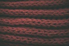 Röd tappning stack tygtextur och bakgrund för formgivare Tappning stucken bakgrund Övre sikt för slut av röd abstrakt textur Arkivfoton