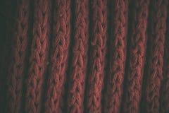 Röd tappning stack tygtextur och bakgrund för formgivare Tappning stucken bakgrund Övre sikt för slut av röd abstrakt textur Arkivfoto