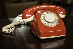 Röd tappningtelefon royaltyfria bilder