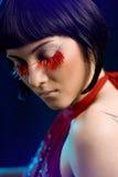röd tatuering för ögonfransflicka Fotografering för Bildbyråer