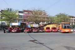 Röd taxi Chiang Mai Royaltyfri Fotografi