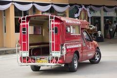 Röd taxi Chiang Mai, för passagerare från bussstation Royaltyfria Bilder