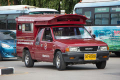 Röd taxi Chiang Mai, för passagerare från bussstation Royaltyfri Foto