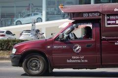 Röd taxi Chiang Mai Service i stad och omkring Royaltyfria Bilder