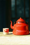 röd teapottappning Royaltyfri Bild