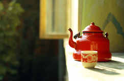 röd teapottappning Royaltyfri Foto
