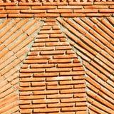 röd tegelplatta i tegelsten för Marocko abstrakt begreppvägg Arkivfoto
