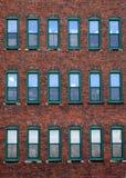 Röd tegelstenkontorsbyggnad Fotografering för Bildbyråer