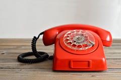Röd telefon för tappning Fotografering för Bildbyråer