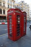 Röd telefontaxi i london Fotografering för Bildbyråer