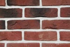 RÖD textur - konstgjord façade för dekorativ sten Dekorativa grå färger färgar grov textur för bakgrund för stenvägg Royaltyfri Fotografi