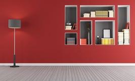 Röd tom vardagsrum med bokhyllan Arkivbilder
