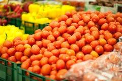 röd tomatyellow för bakgrund Fotografering för Bildbyråer