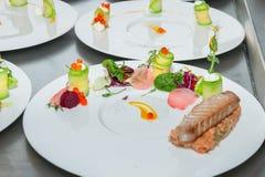 Röd tonfisk- och laxtandsten Royaltyfri Foto