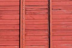 Röd trävägg av järnvägvagnen för designmodell för bakgrund färgrik swirl Arkivfoto