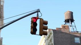 Röd trafikljus i New York City, USA lager videofilmer