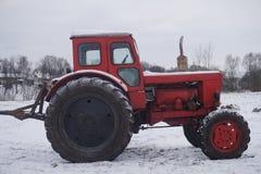röd traktor Arkivbilder