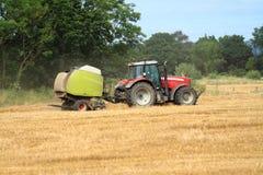 röd traktor Royaltyfria Bilder