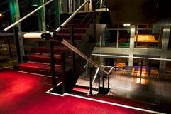röd trappuppgång Arkivfoton