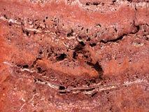 Röd travertine som en bakgrund Arkivbild