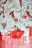 röd treewhite för jul Fotografering för Bildbyråer