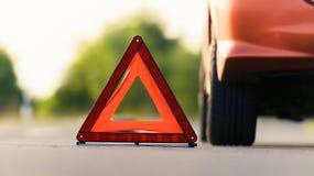 Röd triangel av en bil Arkivfoto
