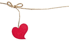 Röd tyghjärta som hänger på klädstrecket Fotografering för Bildbyråer