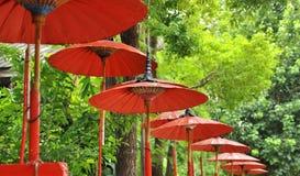 Röd umbella på Thailand Arkivfoto